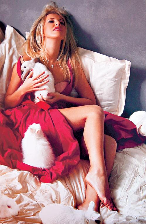 При виде прелестей Ксюши СОБЧАК даже кролики возбуждаются