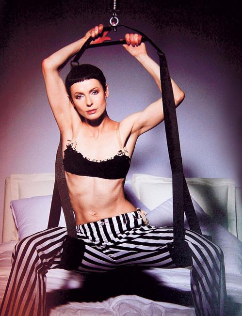 Похоже, 46-летняя Ирина АПЕКСИМОВА любит жёсткий секс