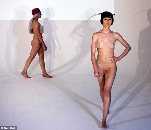 голые модели манекенщицы на показе мод фото видео