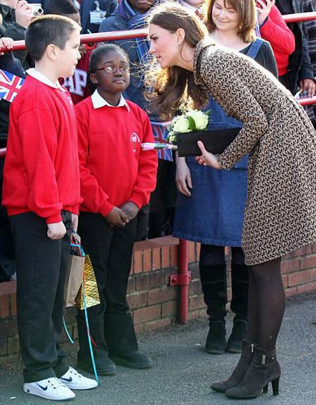 Герцогиня Кейт по секрету сказала имя своего щенка на встрече со школьниками