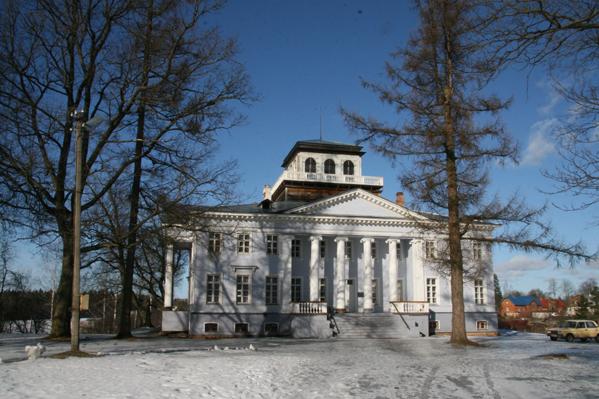 Усадьба НАБОКОВА в селе Рождествено. Фото Ларисы КУДРЯВЦЕВОЙ.
