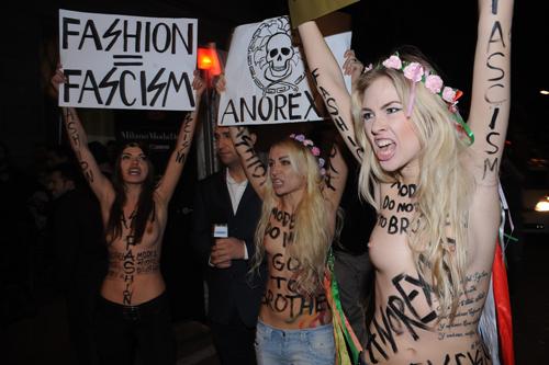 Активистки украинского движения FEMEN бойкотируют Миланскую неделю моды.