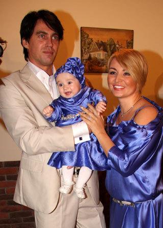 Катя ЛЕЛЬ с мужем и дочкой