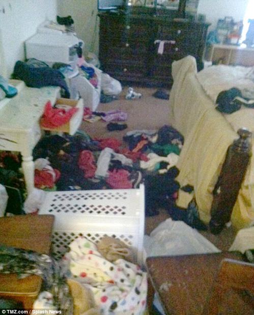 В спальнях раскидано грязное белье