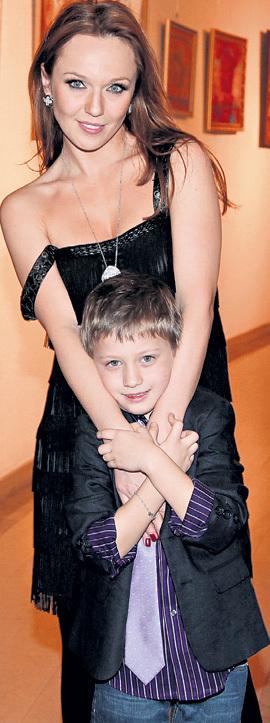 Сына от Валерия МЕЛАДЗЕ ДЖАНАБАЕВА родила в 2004 году и назвала в честь старшего брата певца - Константином...