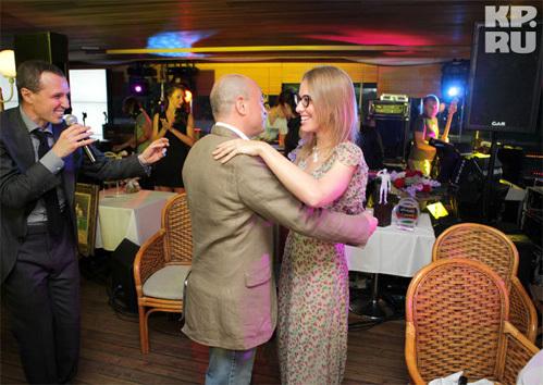 Танец с Ксенией СОБЧАК купил известный коллекционер Михаил АБРАМОВ (фото KP.RU)