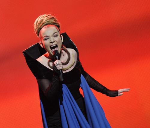 Рона Нишлиу - первая косовская албанка, представляющая Албанию на Евровидении