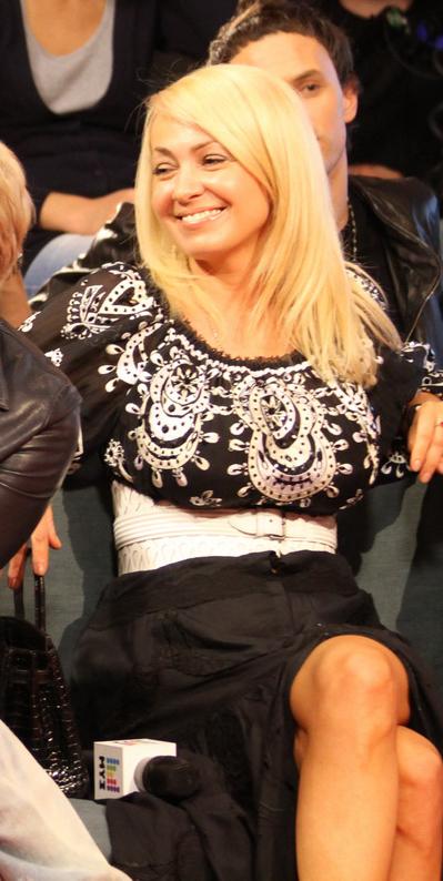 Яна рудковская в юбке фото