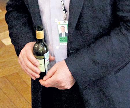 Анатолий Борисович не смог воспринять картину жены на трезвую голову
