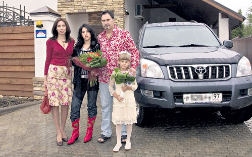 Из-за загулов Валерия больше всех страдает не жена Ирина, а дети (на фото: старшая дочь Инга и средняя - Софья)