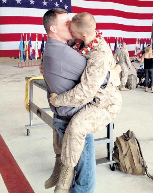 Даже в американской армии смертельно боятся обвинений в нарушении прав голубых. Чем они с удовольствием и пользуются