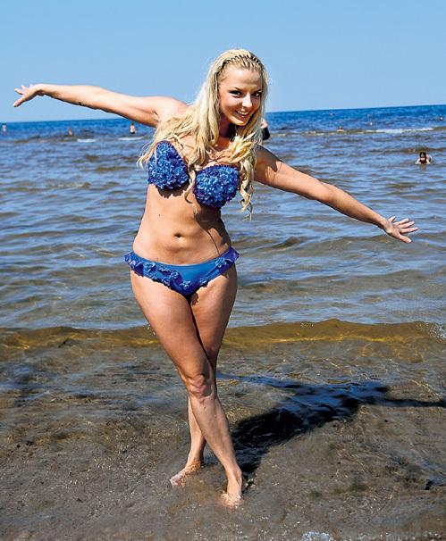 lesbiyanka-striptiz-dogola-film