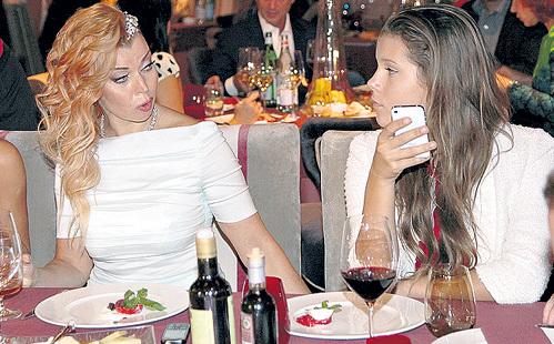 Лада с гордостью представила гостям свою повзрослевшую дочь Лизу