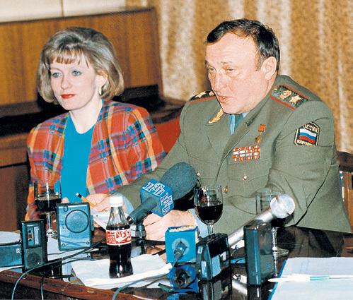 Пресс-секретарь Минобороны Елена АГАПОВА слыла верной подругой главы ведомства и делала всё, чтобы либеральная пресса не добила армию