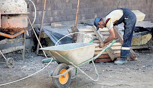 Обидно, что под удар попали самые незащищенные люди - простые строители, добросовестно выполнившие свою работу