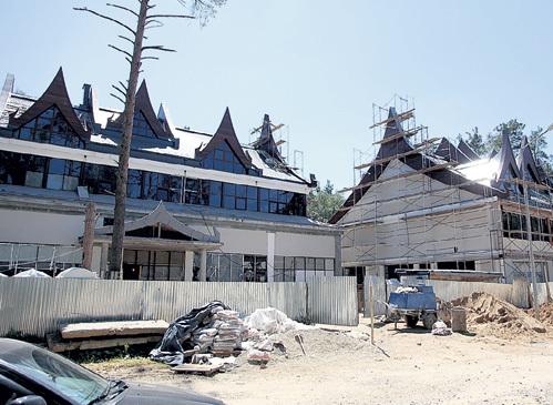 Оценочная стоимость домов в тайском стиле около $20 млн.