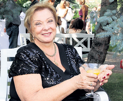 Раиса Петровна выглядит гораздо моложе своих 67 лет