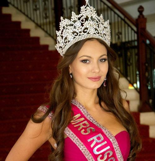 Инна ЖИРКОВА в короне королевы красоты. Фото: queenofplanet.com