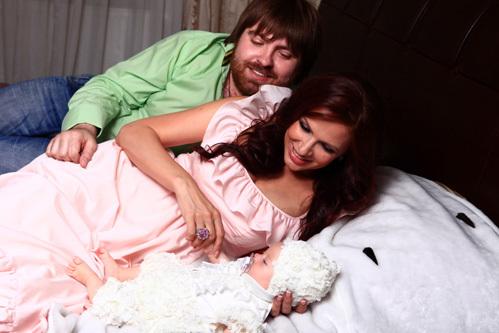Эвелина БЛЁДАНС и Александр СЁМИН с сыном