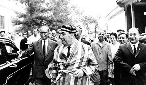 После этой последней встречи Леонида БРЕЖНЕВА (в чапане) и Шарафа РАШИДОВА в Ташкенте АНДРОПОВ начал травлю дочери генсека и лидера Узбекистана. Март 1982 г.