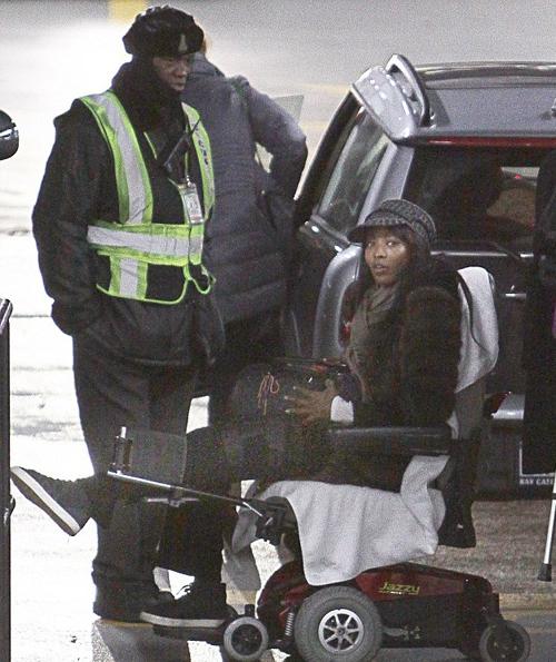 На Наоми Кэмпбелл в Париже напали грабители: известная манекенщица не может самостоятельно передвигаться