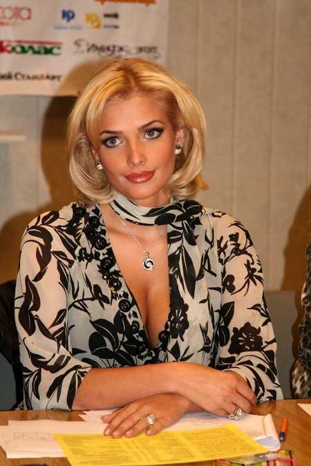 Зато сейчас Татьяна - признанная красавица, одна из самых сексапиьных женщин России