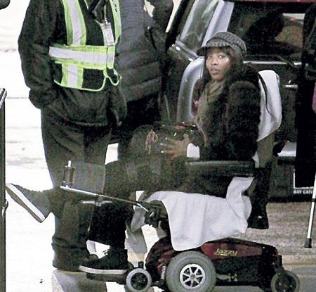 Парижские грабители покалечили Наоми КЭМПБЕЛЛ  за несколько дней до Нового года, и она не смогла полететь на Сен-Барт к подруге Даше