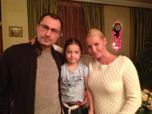 Свой 37-й день рождения Анастасия встретила в компании самых близких людей - экс-супруга Игоря ВДОВИНА и дочки Ариши.