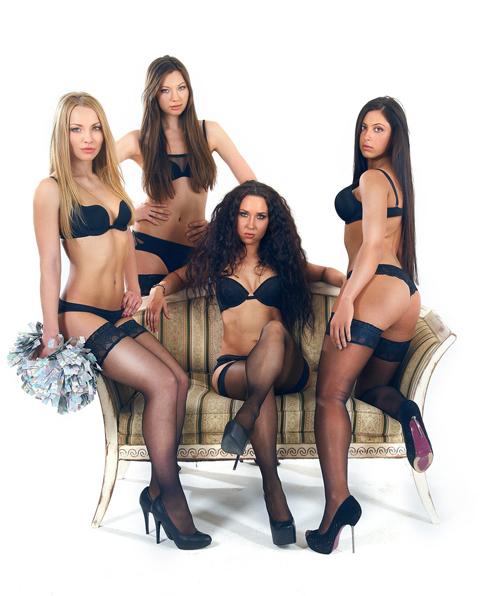 porno-onlayn-gruppa-devushek