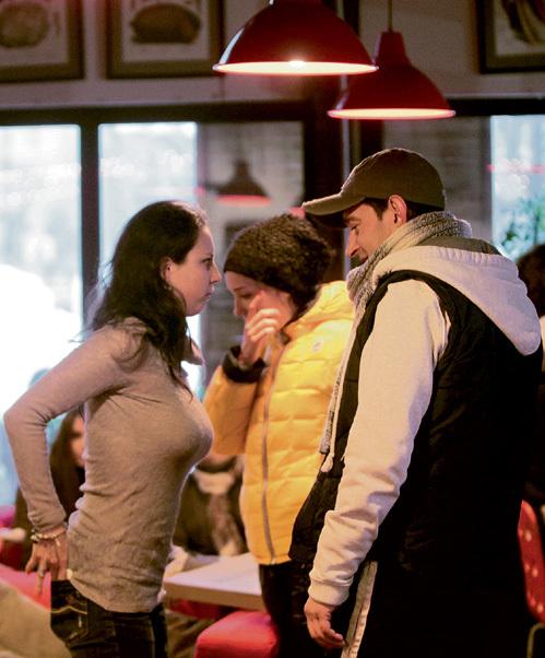 Константин не сводил глаз с Ирины ни в кафе…