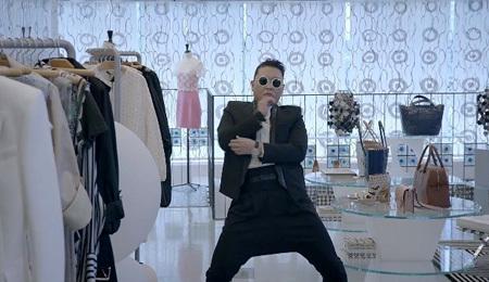 Кадр из нового клипа певца Gentlemen