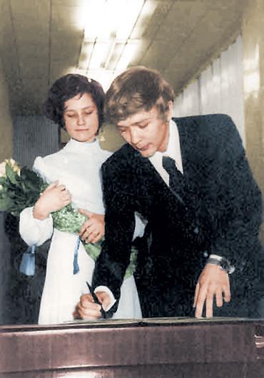 В конце 70-х актёр не только сыграл свою звёздную роль «усатого няня», но и женился на юристе Татьяне, внучке маршалов ЖУКОВА и ВАСИЛЕВСКОГО, которая позже родила ему двоих детей