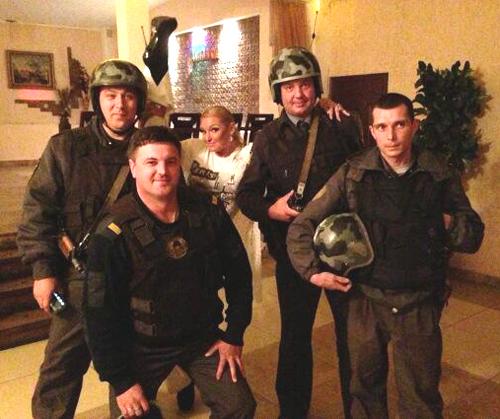Анастасия ВОЛОЧКОВА сфотографировалась со стражами правопорядка