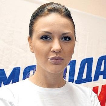 Кожевникова затмила сексуальностью Кабаеву // EG.RU: http://www.eg.ru/daily/politics/39058/