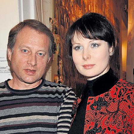 С мужем - бизнесменом Игорем Оля познакомилась 1 апреля 2007 года в одном из московских ресторанов