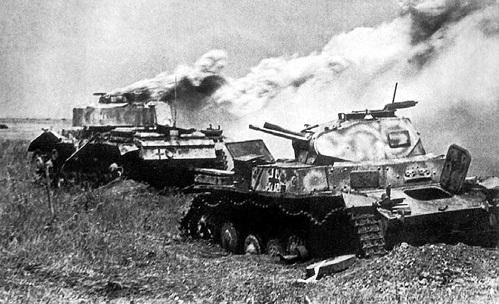 После победы в битве на Курской дуге стратегическая инициатива в войне окончательно перешла на сторону Красной Армии. Она проводила в основном наступательные операции, а вермахт оборонялся
