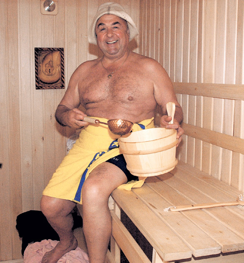 Владимир Абрамович и сейчас обожает попарить косточки. Фото Сергея ИВАНОВА