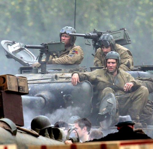Брэд Питт на съёмках фильма «Ярость»: танки грязи не ... брэд пит фильм танк