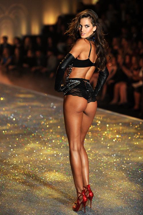 Ангелочки Victoria Secret's задали жару на подиуме - Экспресс газета