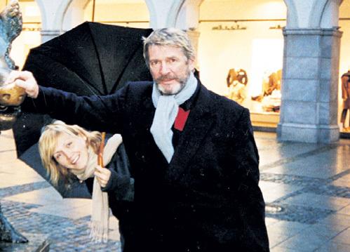 ШТЕЙНМАН нередко сопровождала актёра на гастролях и в деловых поездках (на фото Александр и Лариса в Мюнхене в 2001 г.), но вместе на публике они почти не появлялись...