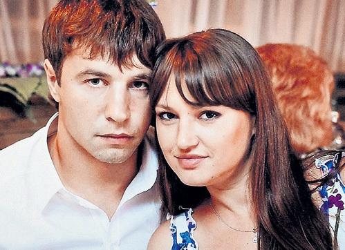 Москвы молодая жена в халатике возбуждает мужа спортплощадке как менять
