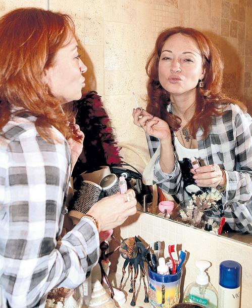 «Гляжусь в себя я в зеркало. До головокружения…»