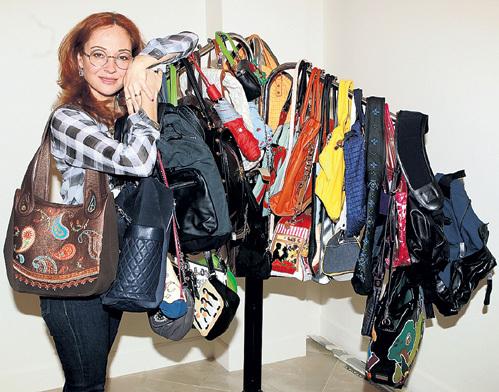 Наконец многочисленные сумки хозяйки обрели своё постоянное место