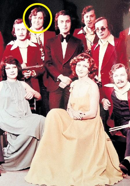 В «Верных друзьях» Игорь ЯТОР (в круге) с женой Еленой (в центре) выступал много лет
