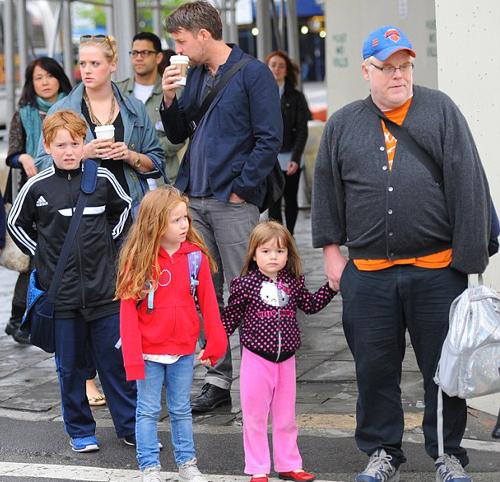 У артиста осталось трое детей: 10-летний сын Купер и две дочери: 7-летняя Талула и 5-летняя Уилла.
