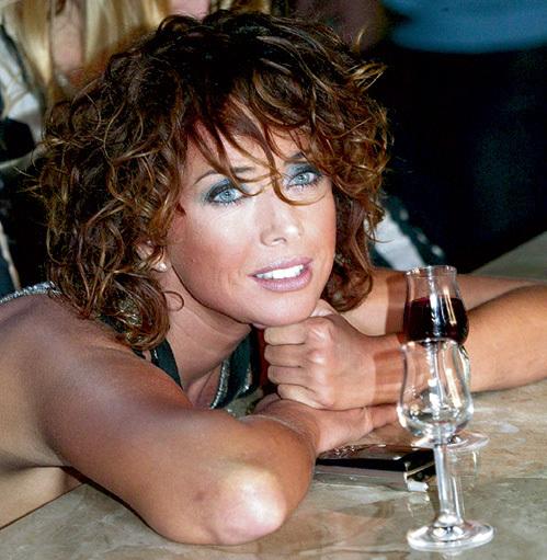 Во время посиделок с подружками ФРИСКЕ предпочитает потягивать белое или красное вино. Фото Анатолия ЖДАНОВА/«Комсомольская правда»