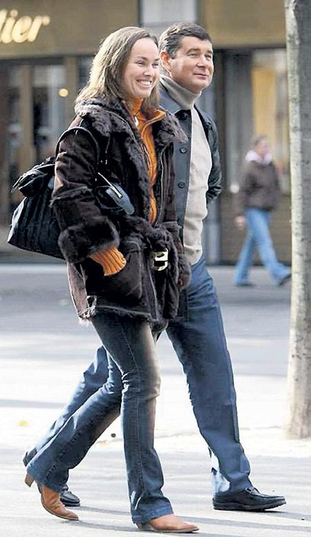 С теннисисткой Мартиной ХИНГИС олигарх был близок шесть лет назад - пару неоднократно ловили папарацци, в том числе и на улицах Цюриха. Фото Филиппа РОССЬЕРА/blick.ch