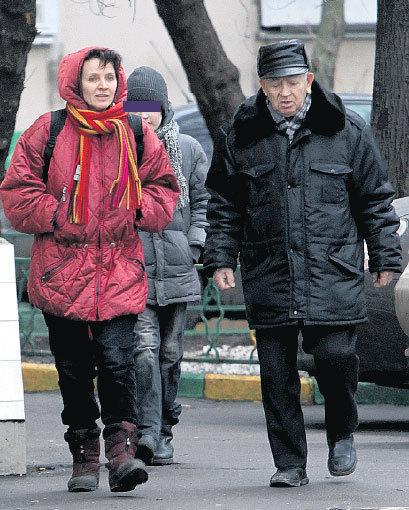 10-летний сын ЯНКОВСКОГО Олег Олегович растёт одарённым мальчиком (на снимке он с мамой и дедушкой Василием Васильевичем)