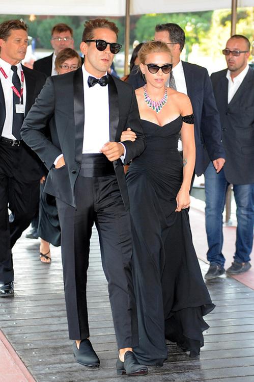 Скарлетт ЙОХАННСОН и Ромэн ДОРЬЯК на Венецианском кинофестивале. Фото: All Over Press