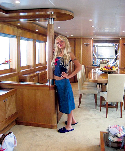 С Яной опальный олигарх БЕРЕЗОВСКИЙ катался на яхте